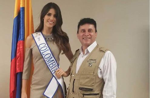 Srta. Colombia con el Cambionewspaper
