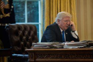Donald Trump quiere leerle la transcripción de la llamada de Ucrania al país en vivo. Es una idea terrible