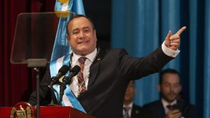 Giammattei toma las riendas de Guatemala bajo amenaza de las pandillas