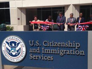 Administración Trump crea oficina especial para quitar la ciudadanía a inmigrantes