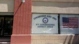 El Congresista Sires y su Personal Ofrecen Asistencia con el Desempleo