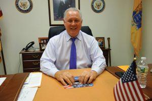 Congresista Sires se manifiesta sobre protestas y DACA
