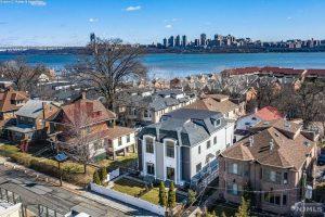 Proyecto de ley de Sweeney-Turner que mejora el acceso a viviendas asequibles se convierte en ley