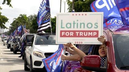 Realizan multitudinaria caravana anticomunista a favor de Donald Trump en Miami