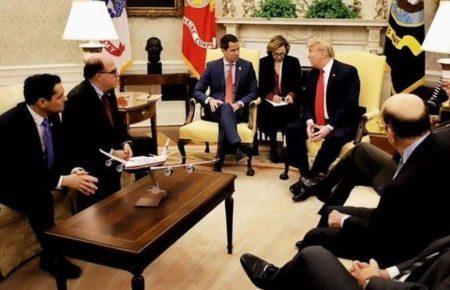 Acalorada reunión en la Casa Blanca incluyó conversaciones sobre un abogado especial, ley marcial y choques entre asesores de Trump